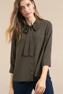 Блузка цвета хаки с воротником аскот Emka B2366/atraida