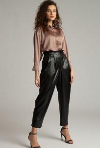 Зауженные брюки из экокожи черного цвета Emka D179/unit