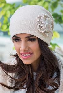 Светло-бежевая женская шапка Kamea Giovana