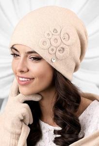 Бежевая женская шапка Kamea Nicea