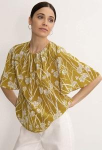 Летняя блузка прямого силуэта Emka B2592/flomus