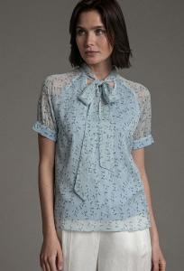 Романтичная нежно-голубая блуза Emka B2396/almeriya
