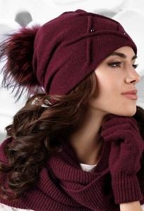 Бордовая шапка с помпоном Kamea Marsala