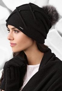 Чёрная шапка с помпоном Kamea Marsala
