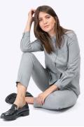 Строгая серая блузка с воротником-стойкой Emka B2370/tickle