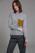 Трикотажный джемпер с карманом Emka B2491/kinoa