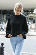 Чёрный укороченный свитер Fobya F550