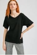 Чёрная блузка с фактурным плетением Emka B2306/kindness