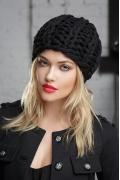 Чёрная шапка ультракрупной вязки Gulyann Danna
