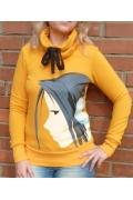 Жёлтая толстовка Девушка в наушниках