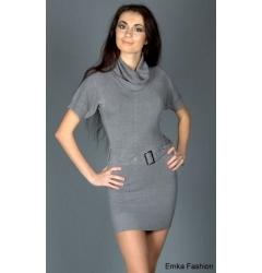 Короткое платье подчеркивающее фигуру