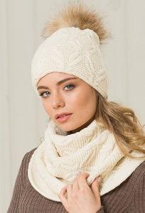 Женская шапка молочного цвета с помпоном Landre Аляска