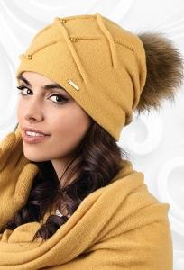 Горчичная шапка с помпоном Kamea Marsala