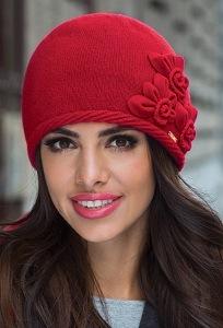 Красная шапка Kamea Nora