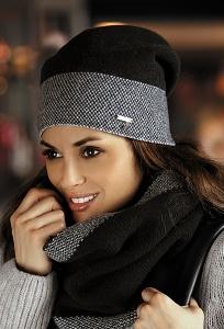 Женская шапка чёрного цвета Kamea Elena-Badge