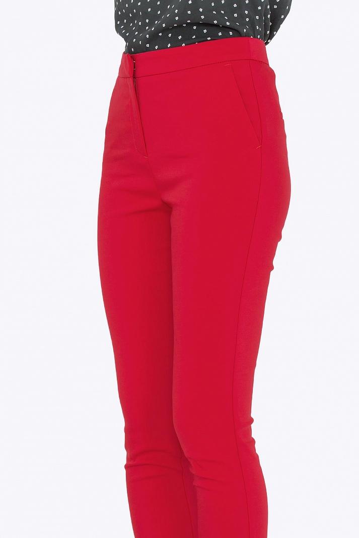 Красные брюки женские