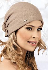 Красивая шерстяная шапка Landre Istula