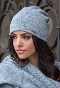 Тёплая мягкая шапка светло-серого цвета Kamea Suelo