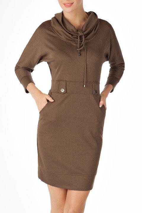 Платье с воротником-хомутом