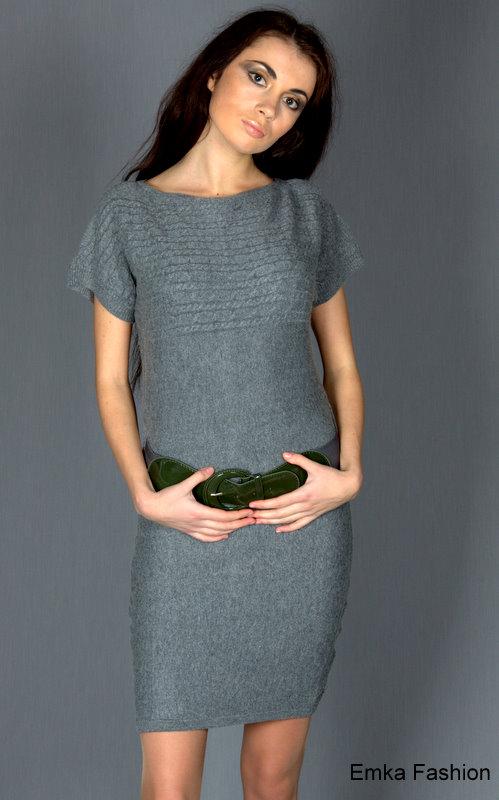 Короткое трикотажное платье.