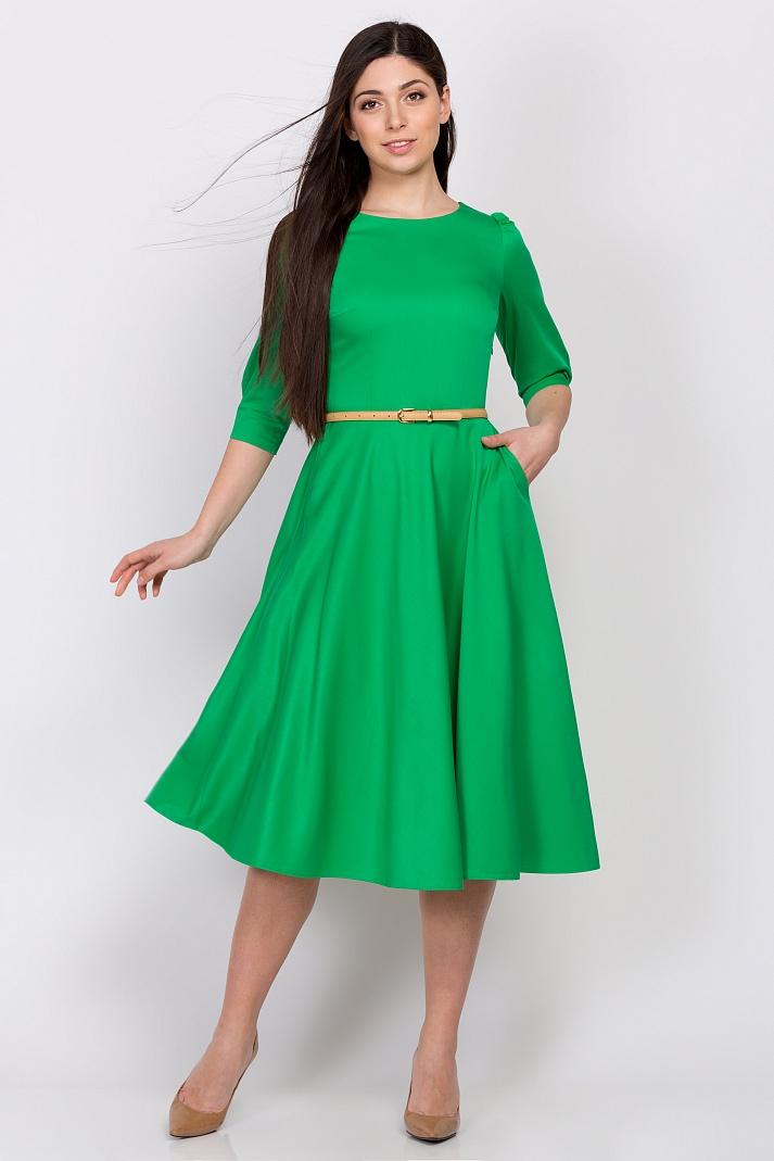 Платья зеленое цвета новое