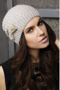 Светло-серая шапочка Gulyann Bella