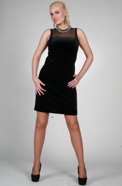 Черное платье без рукавов
