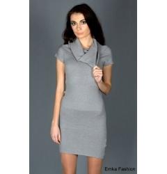 Простое платье светло-серого цвета