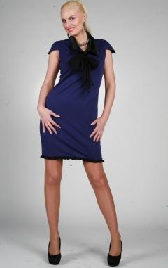 Синее платье с черным рукавом