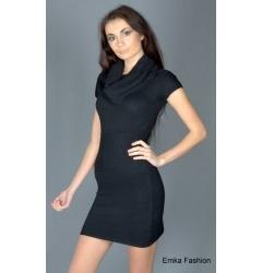Черное платье с большим воротом