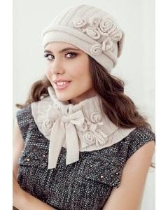 Комплект (шапка и пелерина) бежевого цвета Landre Лайза