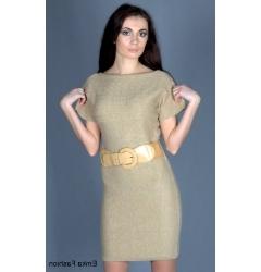Короткое трикотажное платье бежевого цвета