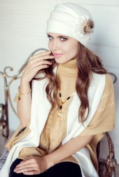 Комплект (шапка + шарф) молочного цвета Landre Аэлита