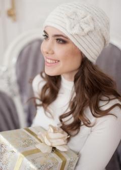 Женская шапка молочного цвета Landre Сонет